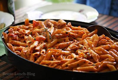rezept-tomaten-mozzarella-pasta-mit-basilikum-L-j6ttv7